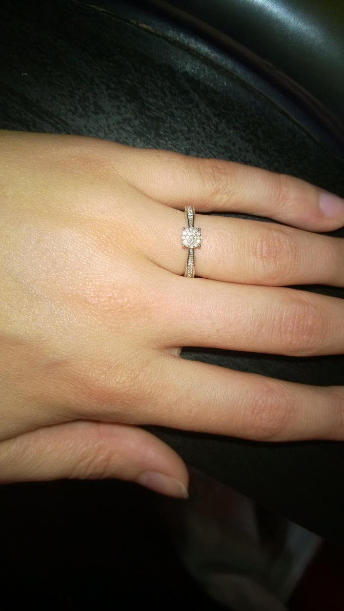 My beautiful engagement ring ^_^ by MrsRoosery