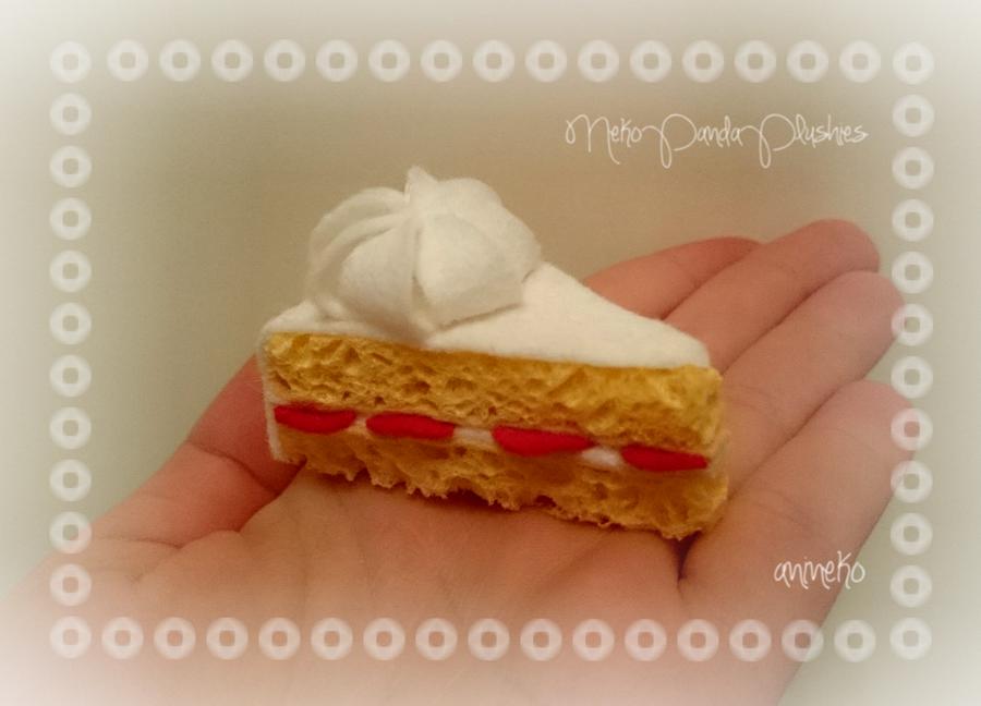 Strawberry-Cream sponge cake by NekoPandaPlushies