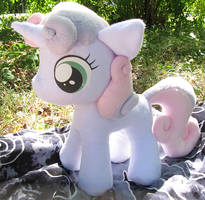 Sweetie Belle Plush by nalina