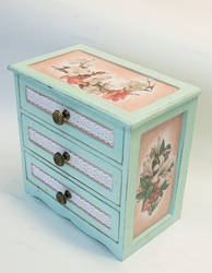 Box for jewelry with lilies