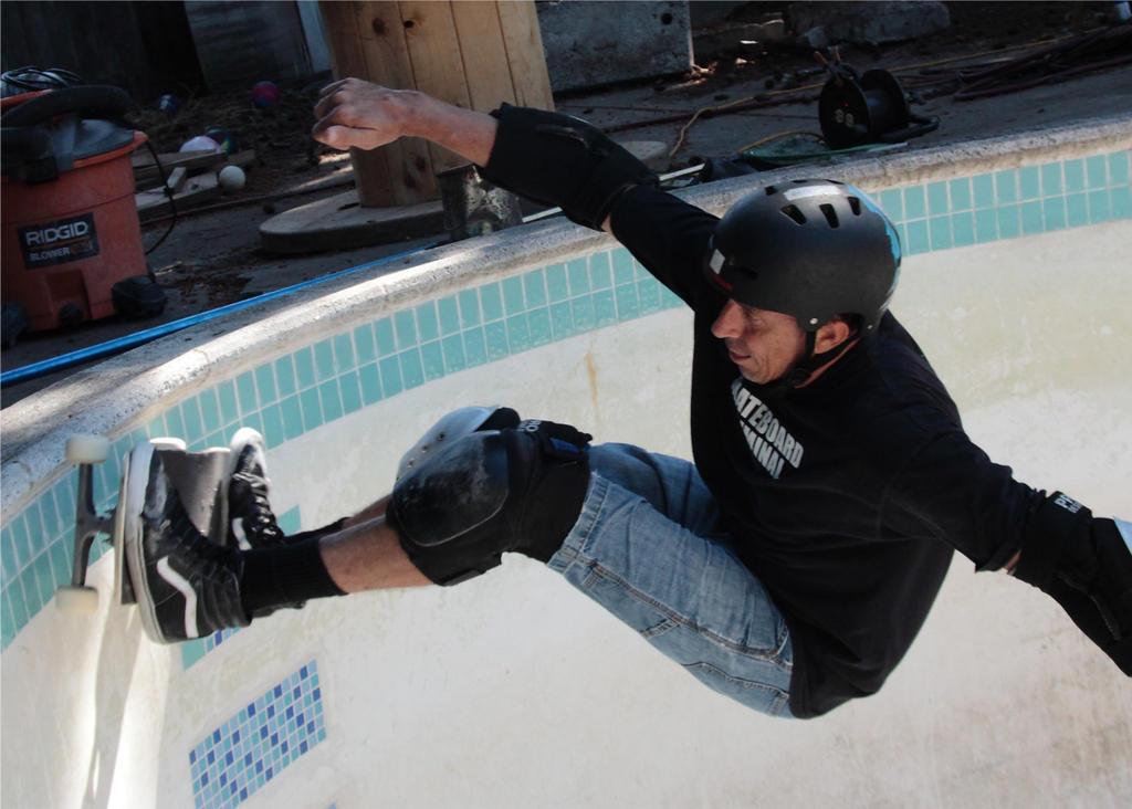Pool Skate 1 by Polyrender