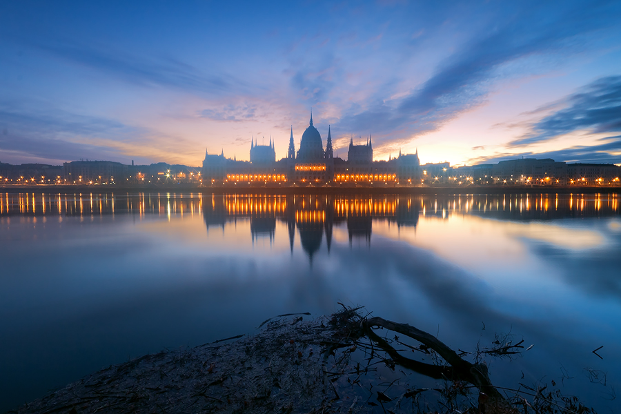 wake up Hungary... by arbebuk