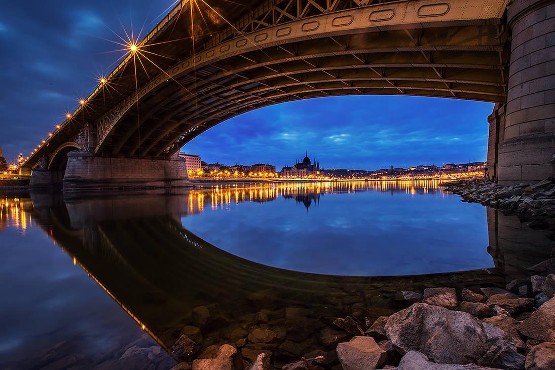 Budapest eye by arbebuk