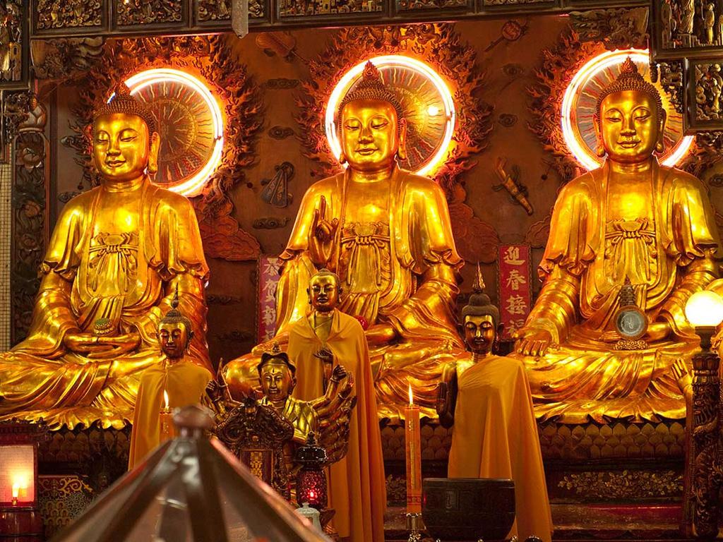 Wat-Mankon-Kamaiawat,-Bangkok by vanfoto