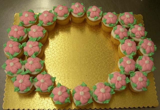 Pink Daisy Cupcakes by zoro-swordsman on deviantART