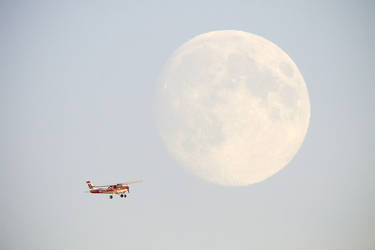 Plane and the moon by sampok