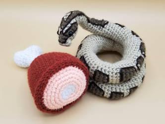 Crochet pattern Elsa the cute snake | 250x333