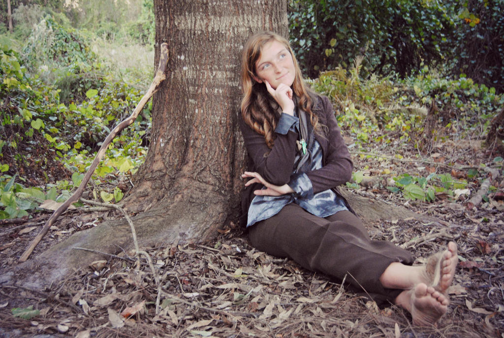 http://fc01.deviantart.net/fs71/i/2013/161/0/f/hobbit_thinking_by_elizabethgoldenleaf4-d68inbp.jpg