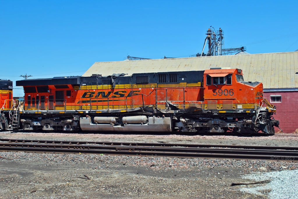 BNSF 5906 Post Collision by SMT-Images on DeviantArt