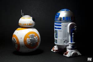 BB-8 meets R2