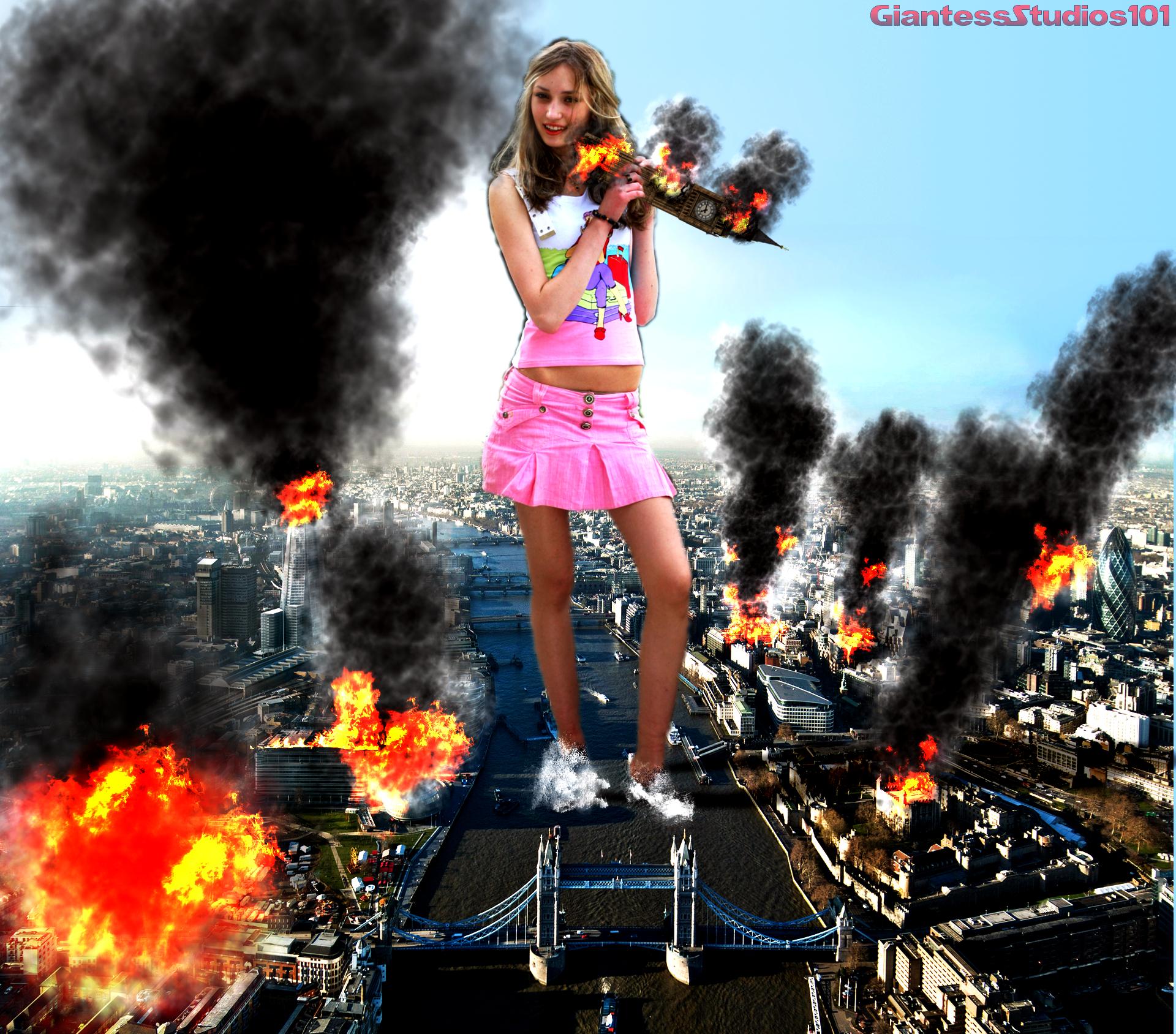 Giantess destroys city