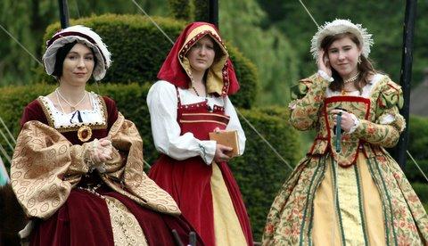 Anne Boleyn and Courtiers by OtoriReka