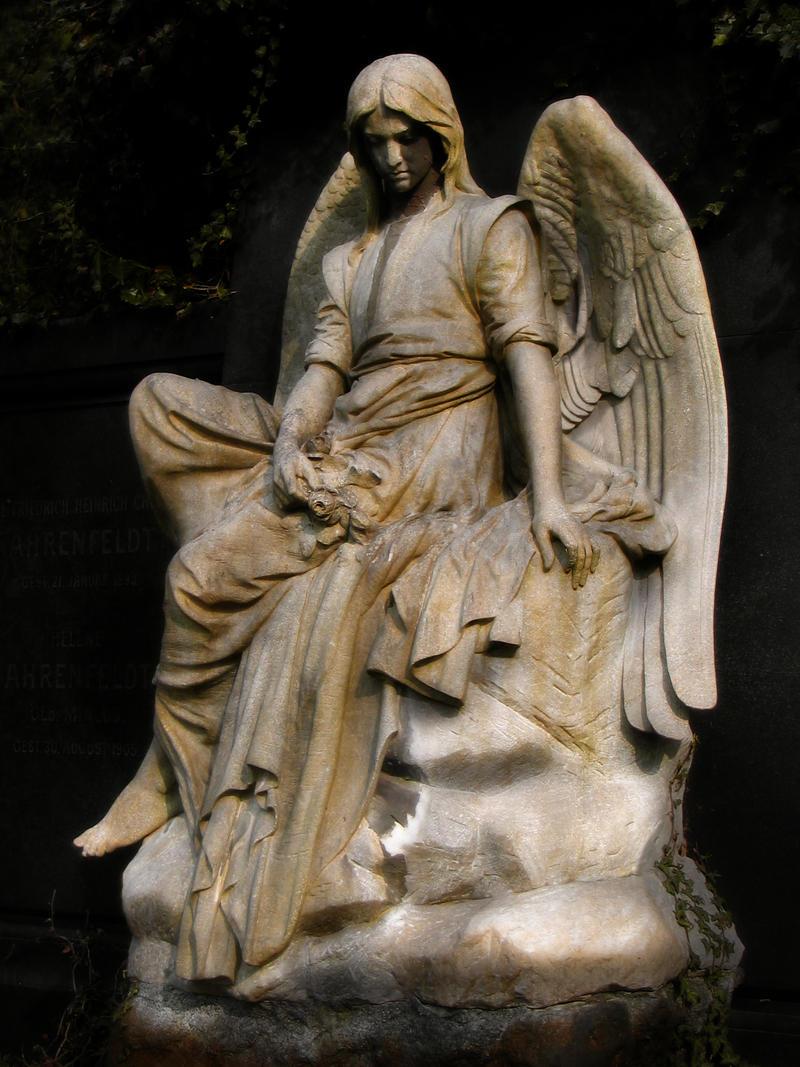Trauernder Engel by R4venl0rd