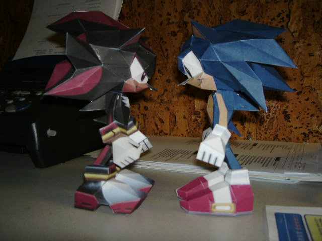 Papercrafts Papercraft_Sonic_and_Shadow_by_Esteban1988