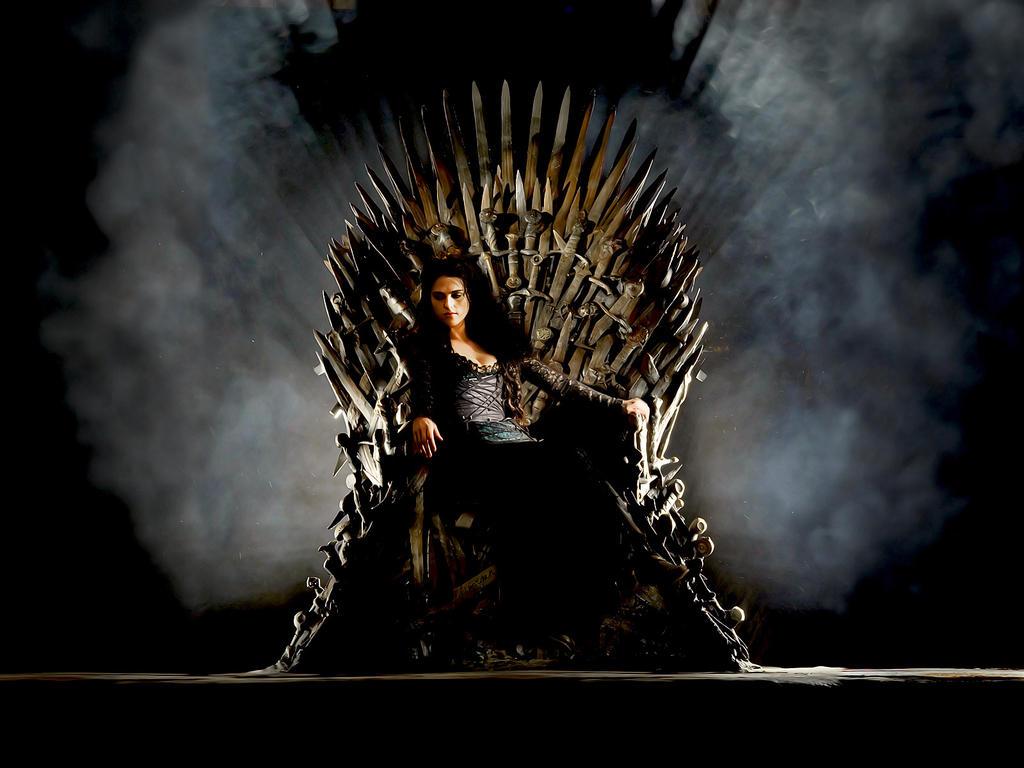 Paparazzi!! - Página 6 Morgana_on_the_iron_throne__got_merlin__by_rischamorgan-d5xc4ia