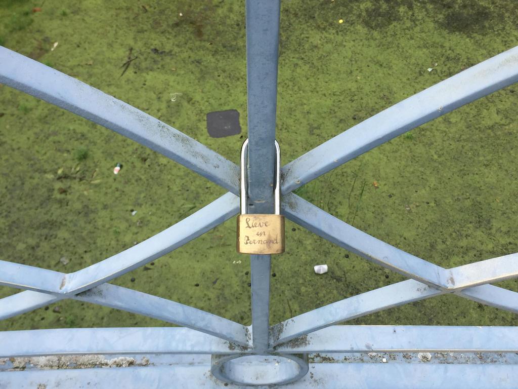 Love Lock by MissIzzy