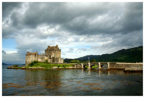 Eilean Donan Castle by kamuidestiny