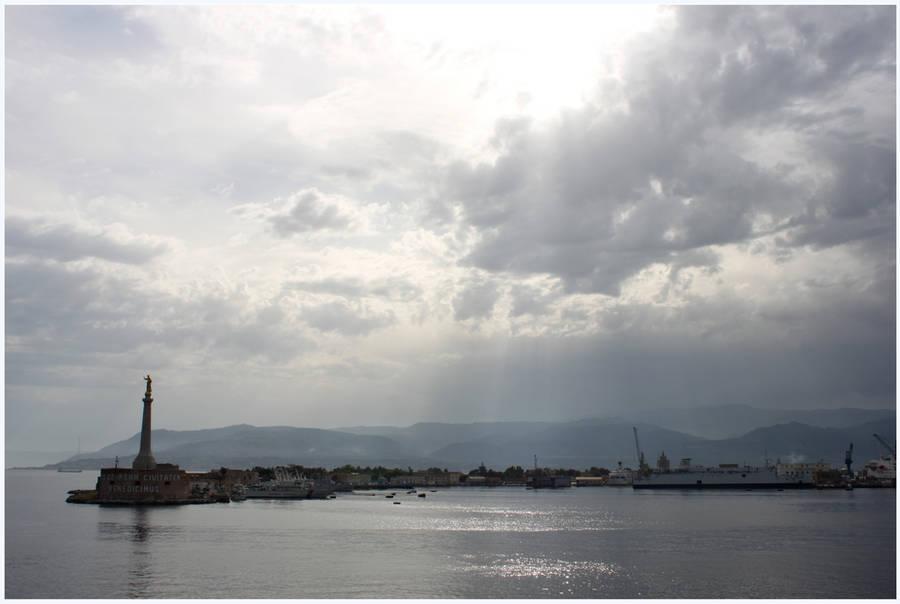 Messina Harbor by kamuidestiny