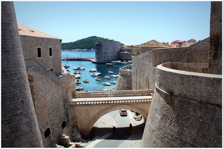 Walls of Dubrovnik by kamuidestiny