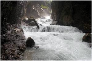 Roaring River by kamuidestiny