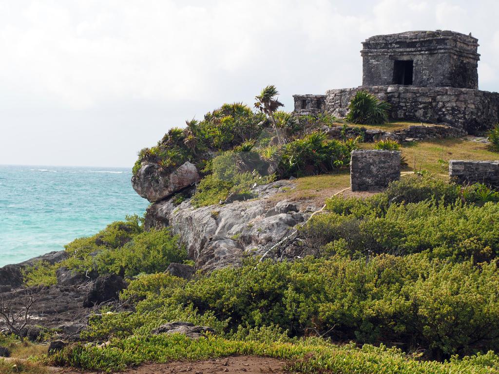 Tulum Ruins by kamuidestiny