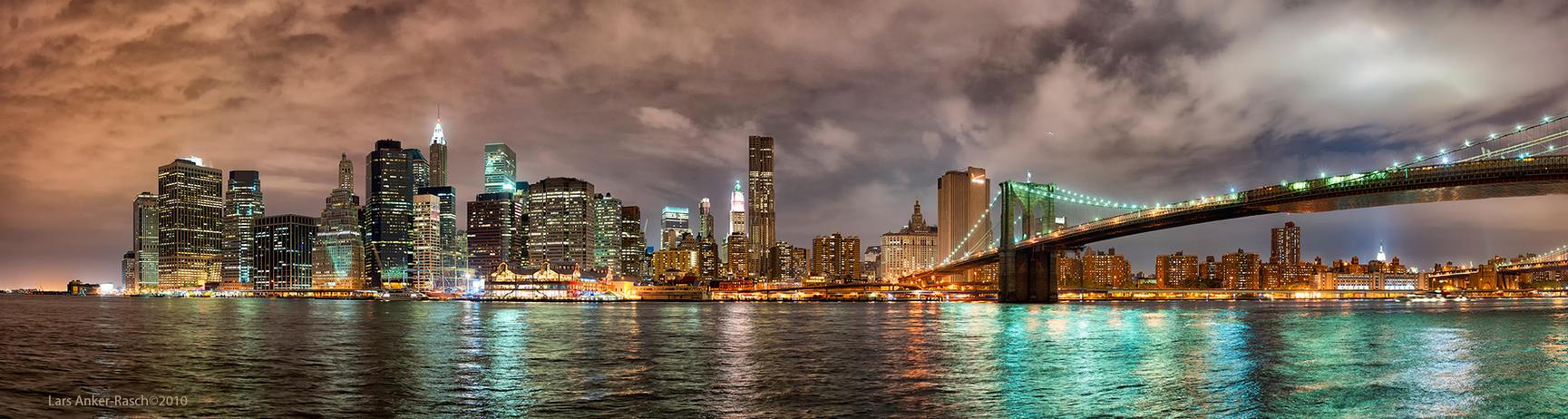 Manhattan skyline by lashrasch