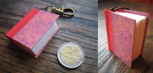 Mini book keychain - red by Vanyanie
