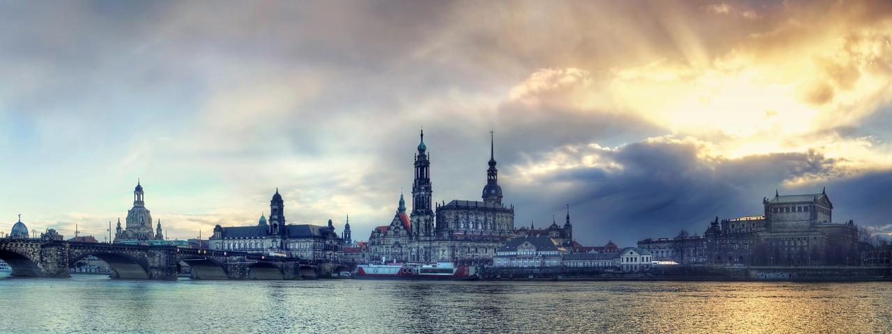 Dresden Elbufer by stg123