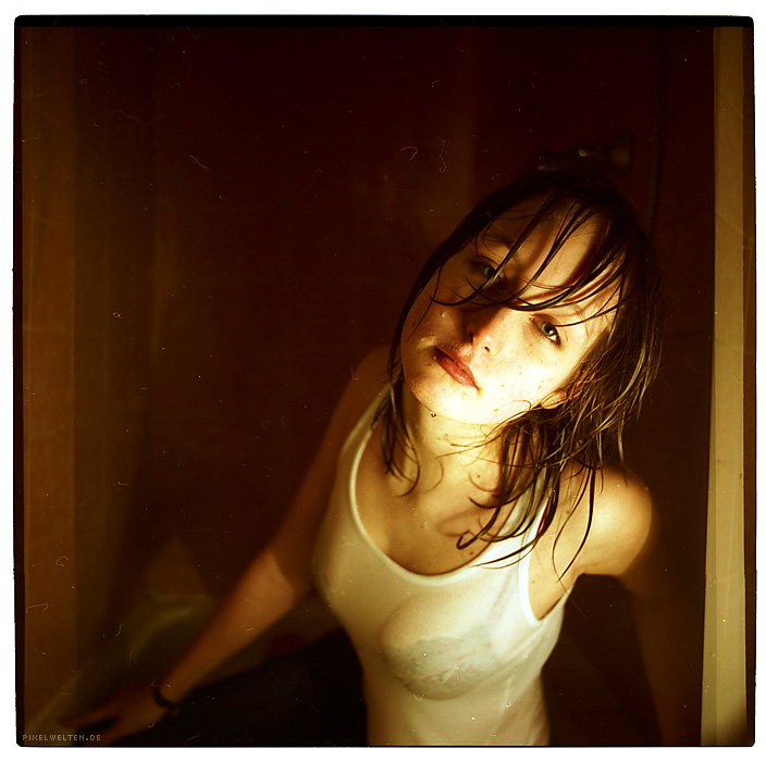 anna shower portrait by pixelwelten