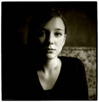 portrait of a young lady II by pixelwelten