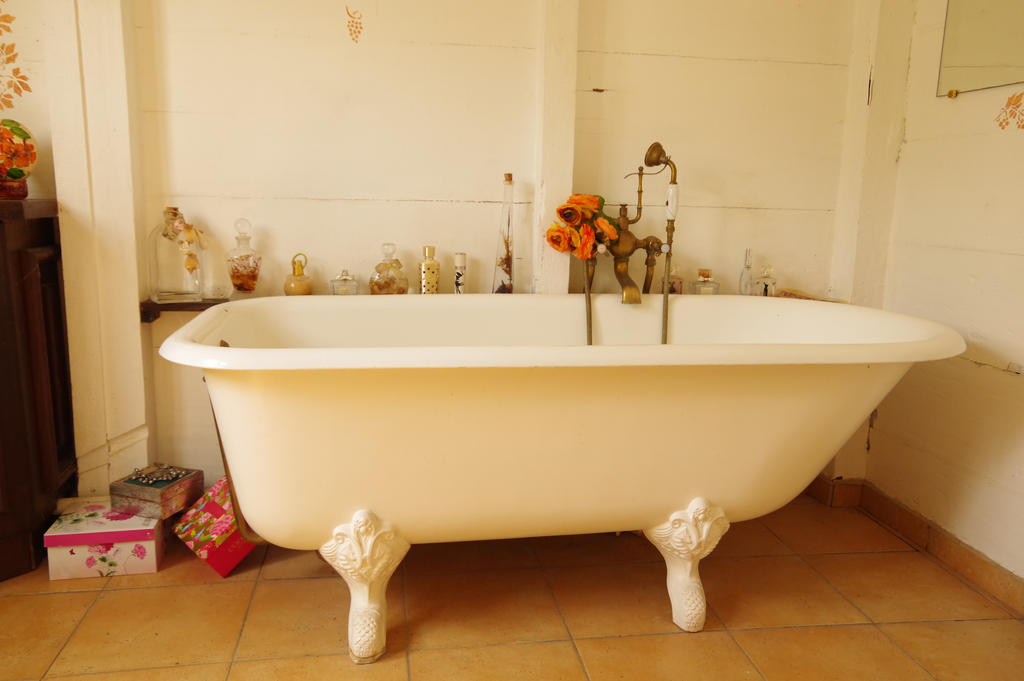 Vintage Bathtub And Parfume Bottles By A1Z2E3R ...