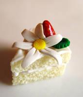 Vanilla Daisy Cake Charm by SpadeZ-Ace