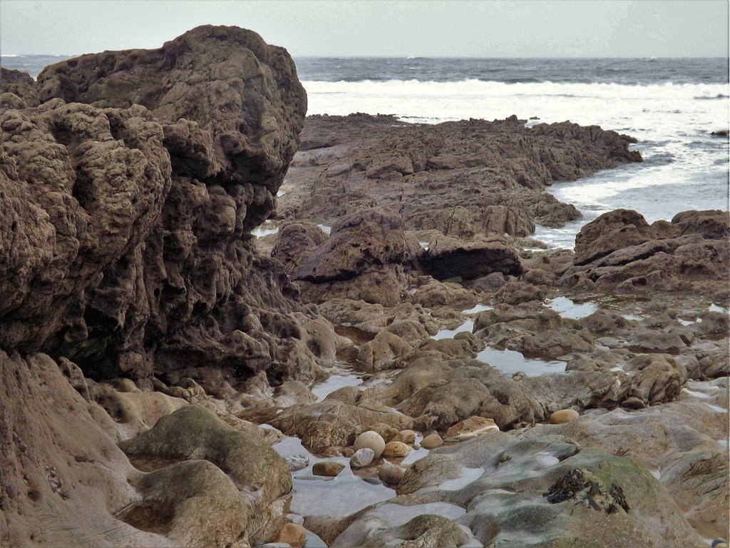 foamy-ish rocks by nonyeB