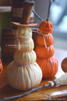 1:12 Scale Stacked Pumpkin Decorations by TheMiniatureBazaar