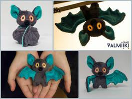 Plushie bat by Valmiiki