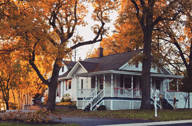 Autumnal Home by abekowalski