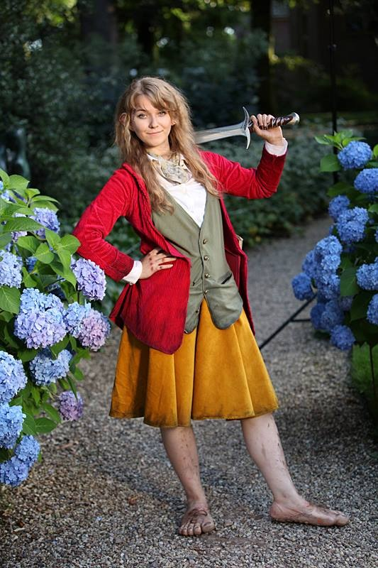 my female Bilbo Baggins cosplay by aishafee