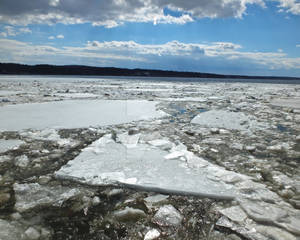 Ice Flowing Down the Hudson River