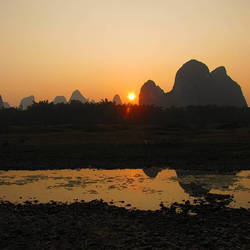 Sunset in Yangshou by lillysart