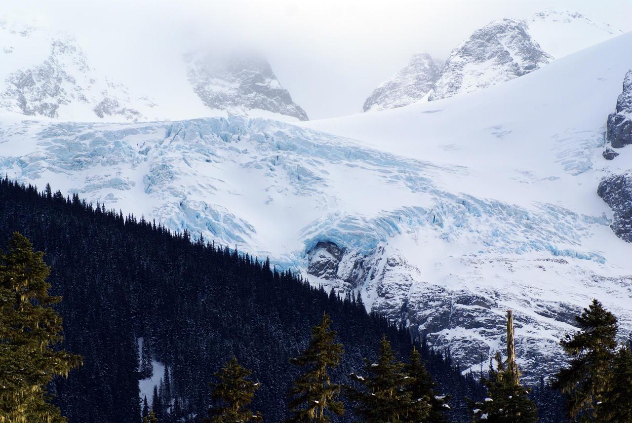 Mountain Glacier by SKiNBuS