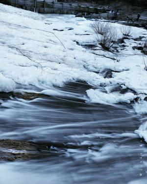 Ice versus Flow by wiebkerost