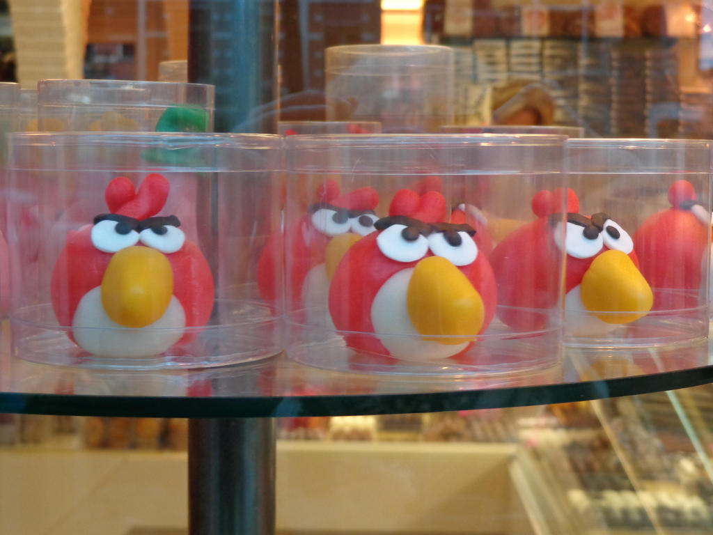 Red Angry Birds fondant/marzipan figures! by Gallade007
