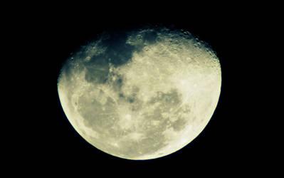 Gibbous Moon by kasxp