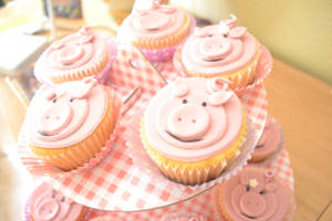 Pig Cupcakes by xRounax