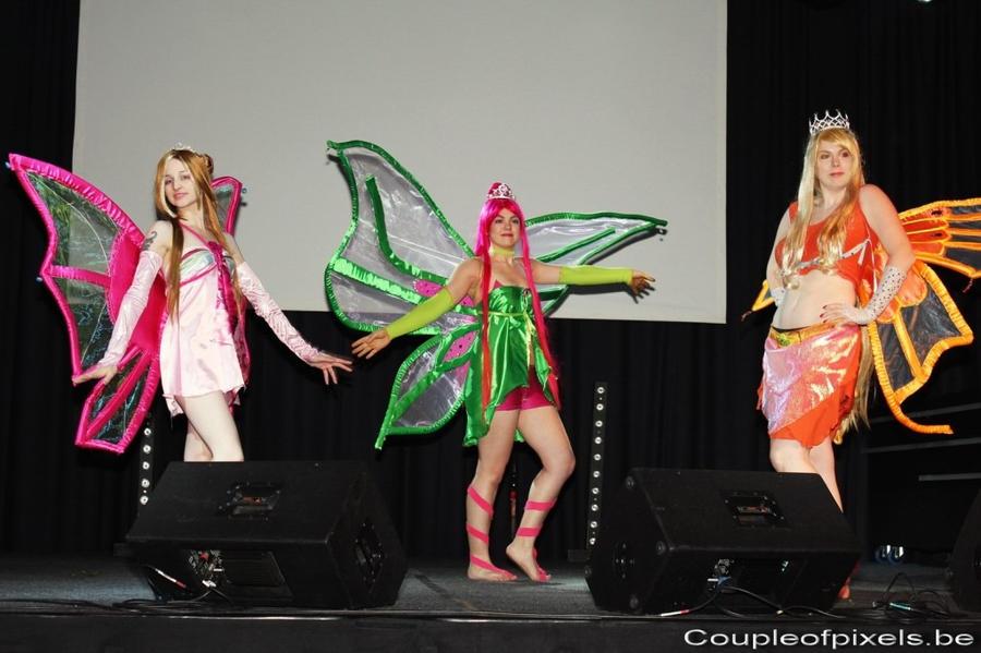 http://img08.deviantart.net/94d6/i/2011/331/e/2/roxy_enchantix_cosplay_by_fantazyme-d4hg30z.jpg