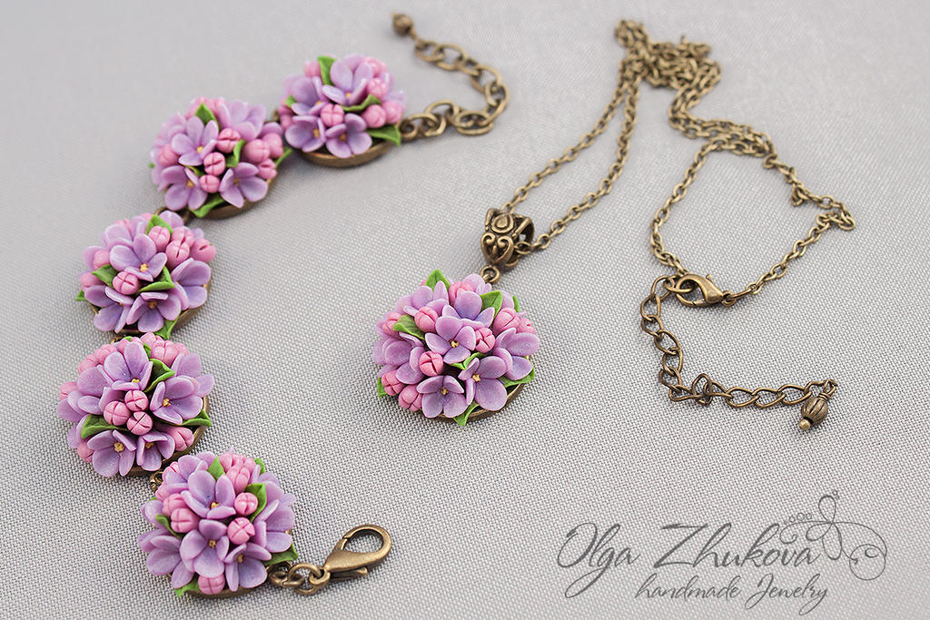 Set of jewelery with flowers made of polymer clay by polyflowers