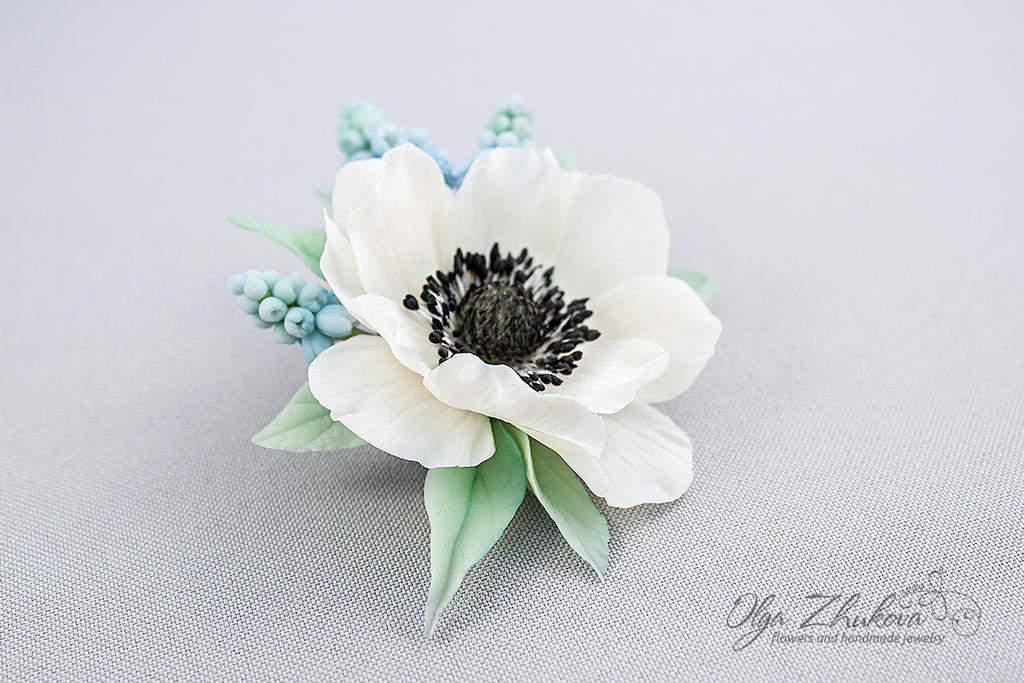 Spring brooch with white anemone and muscari by polyflowers