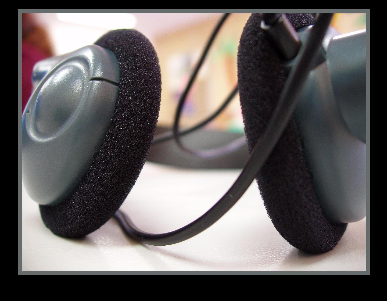 Headphones by alexisw