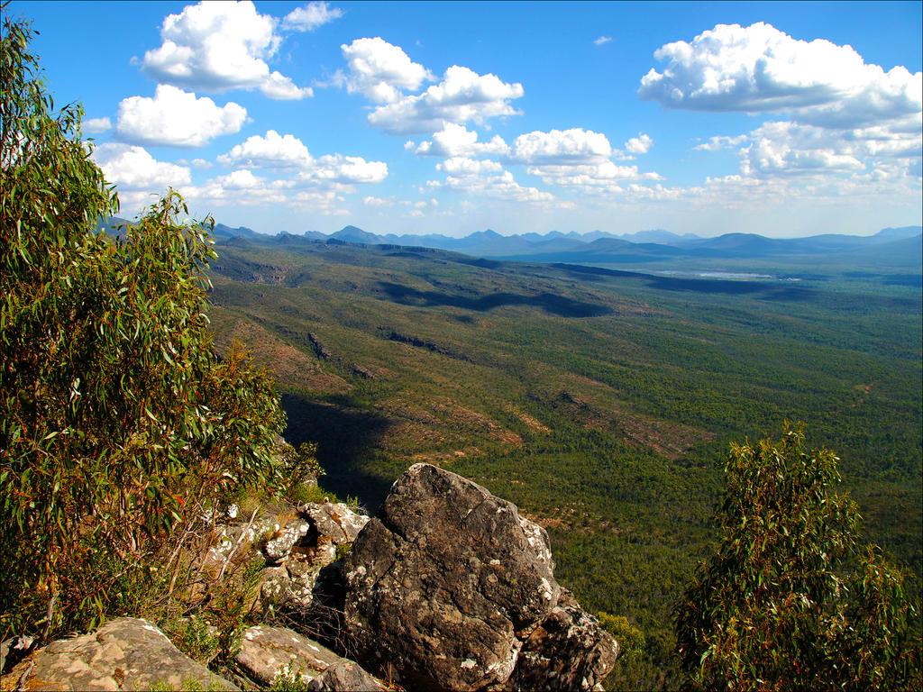 Victoria Valley, looking East by kayandjay100
