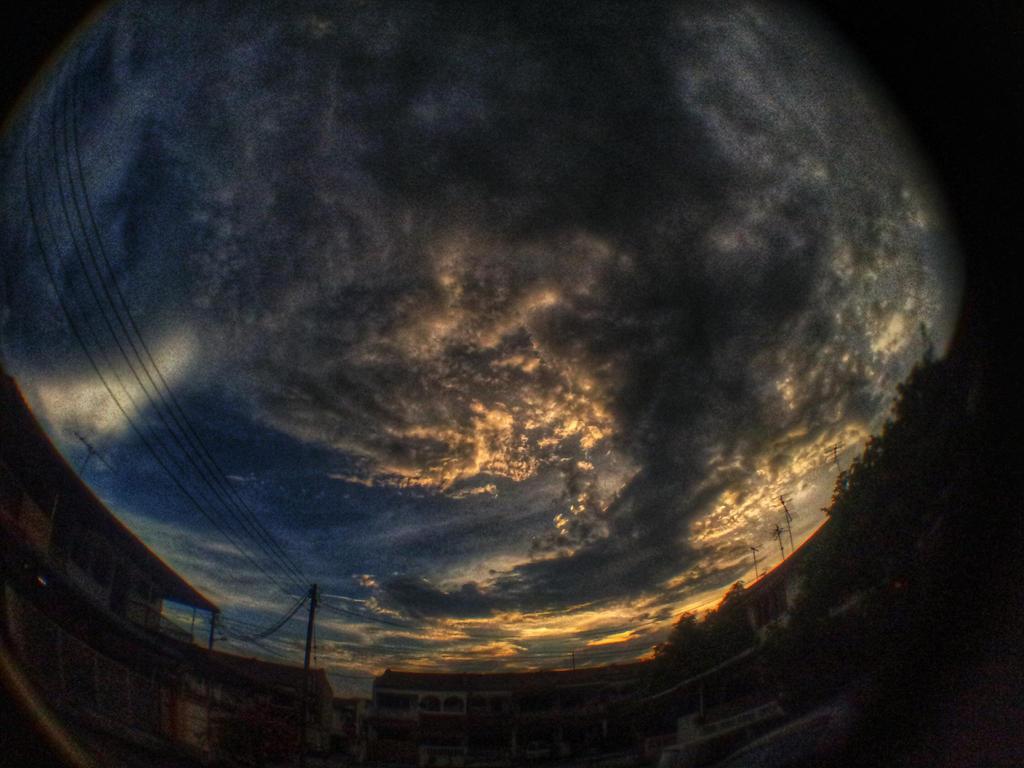 Sunset with fisheye by Ronaldwei
